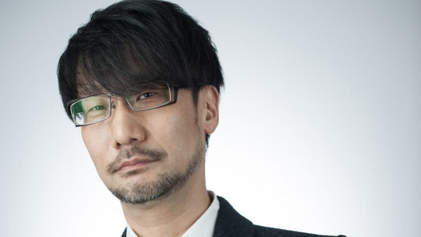 Hideo Kojima sfondo bianco